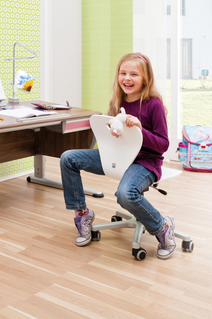 ergonomic-desk-chair-kids-moll-woody-2-680x1024.jpg