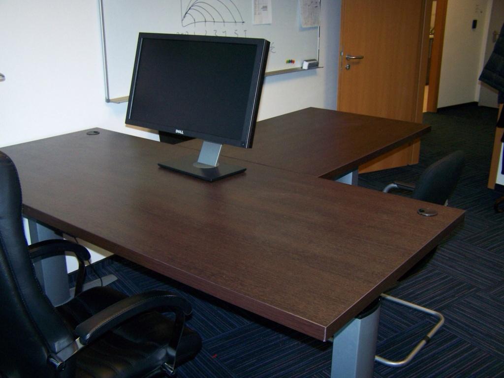 Стол для руководителя регулируемый по высоте